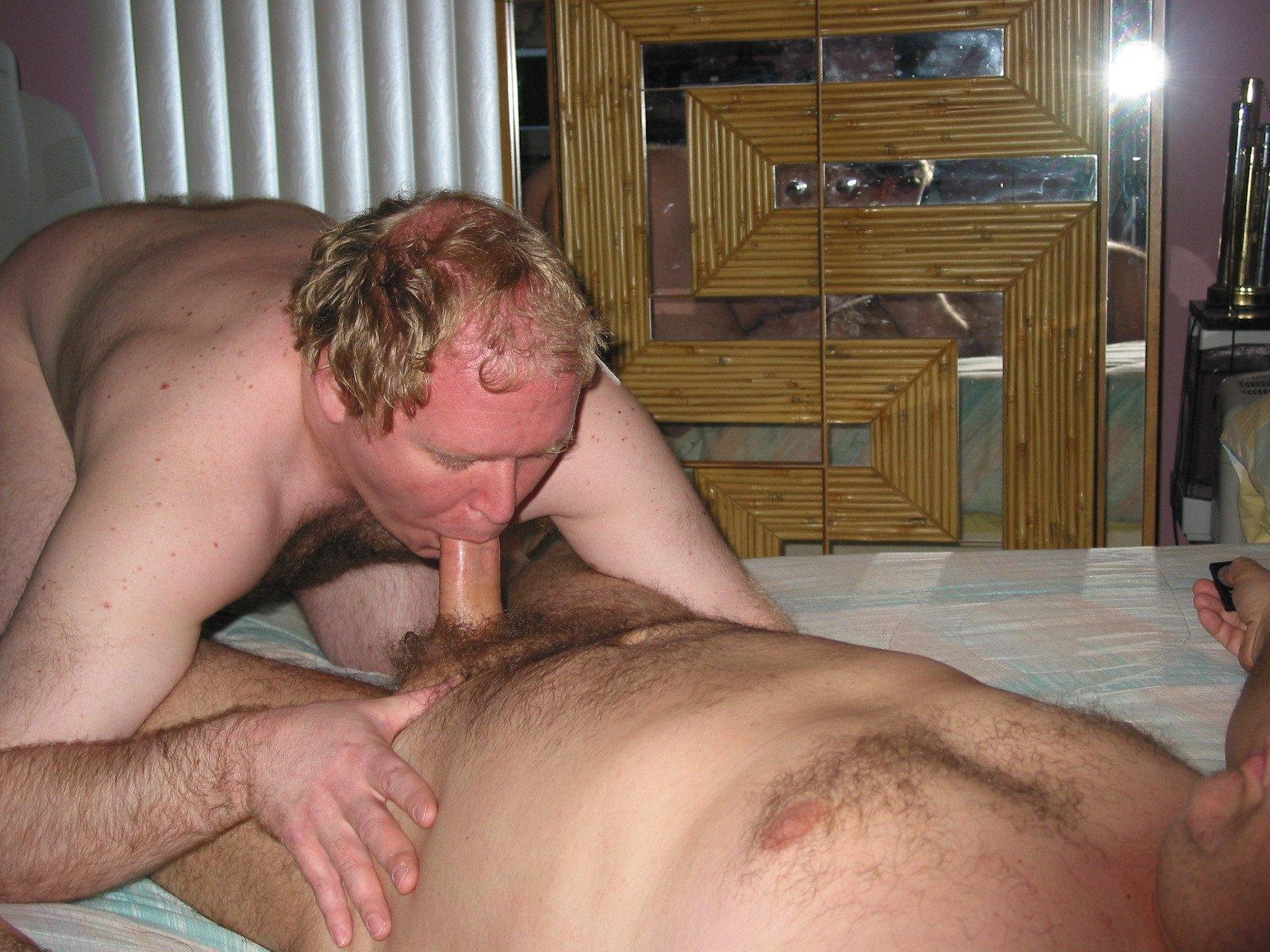 Mike Bishop Sucking Cock (15/81)