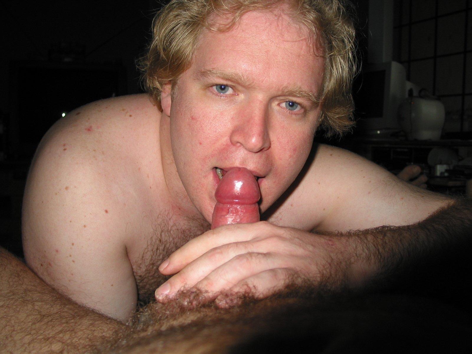 Mike Bishop Sucking Cock (38/81)