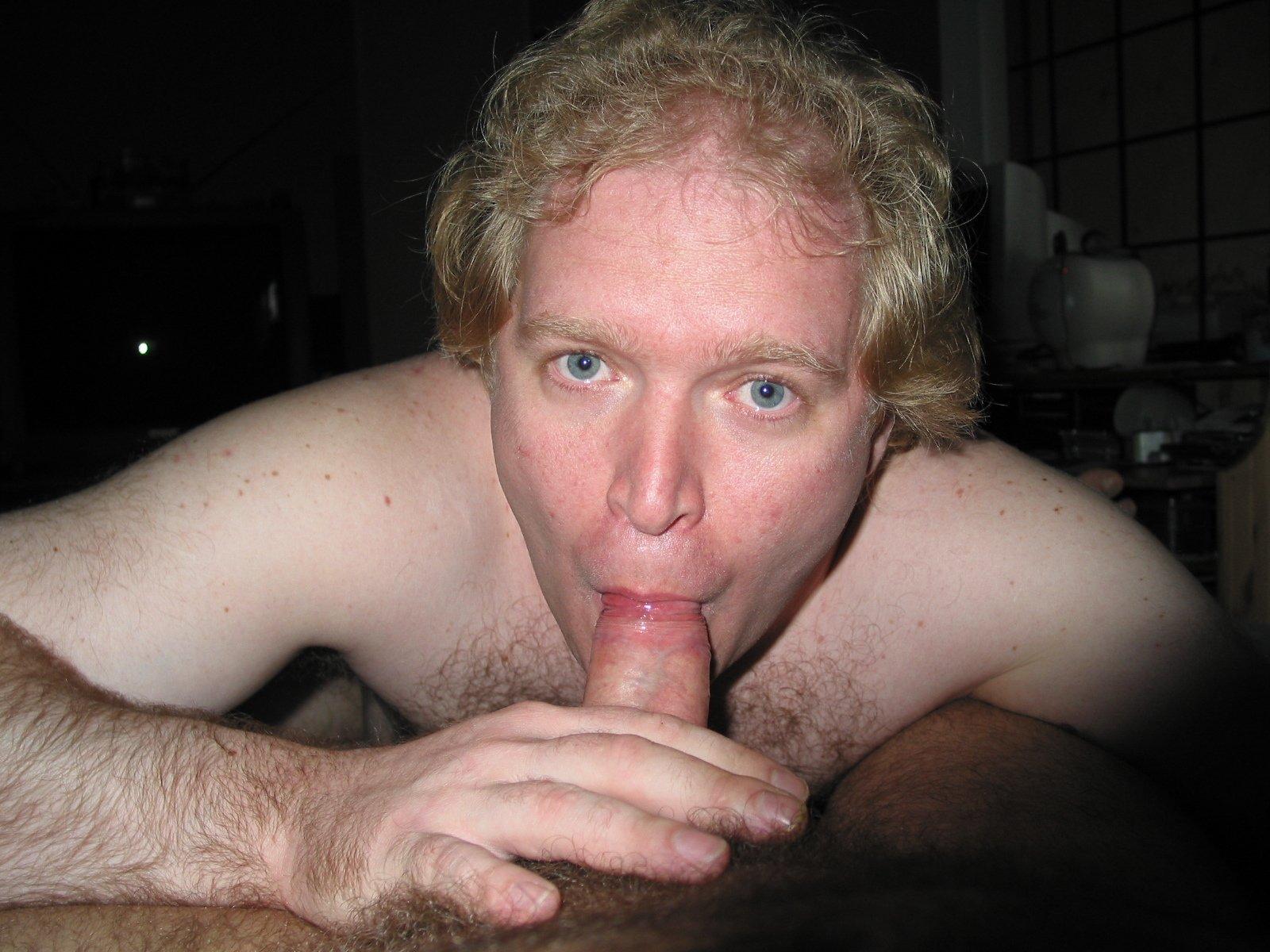 Mike Bishop Sucking Cock (39/81)