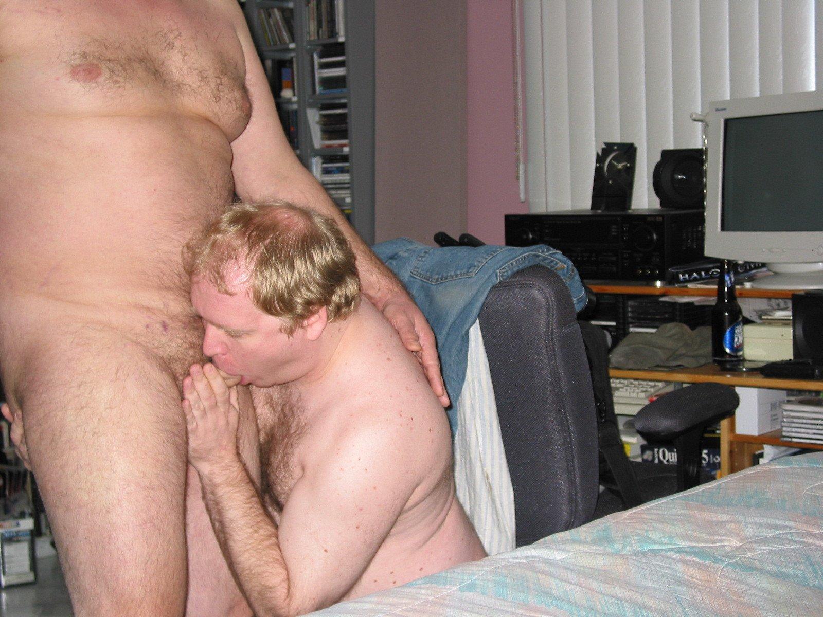 Mike Bishop Sucking Cock (56/81)